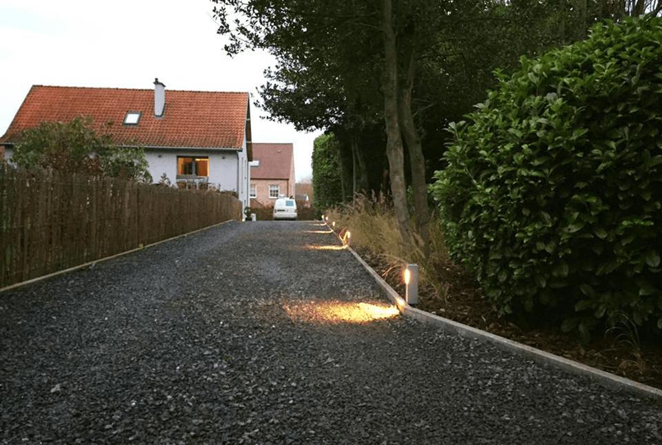 Plaatsing en bekabeling oprit verlichting La-Hulpe - DC Electrics